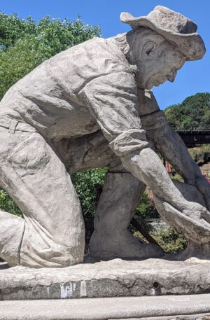Claude-Chana-Sculpture-Old-Town-Auburn-1