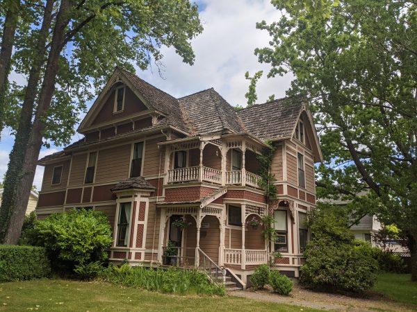 victorian house in Corvallis Oregon